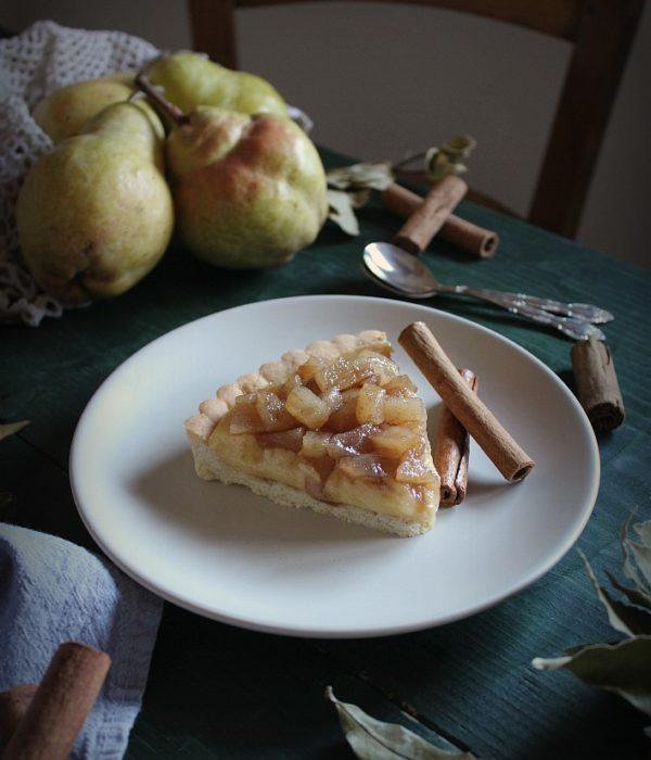 torta con crema e pere alla cannella
