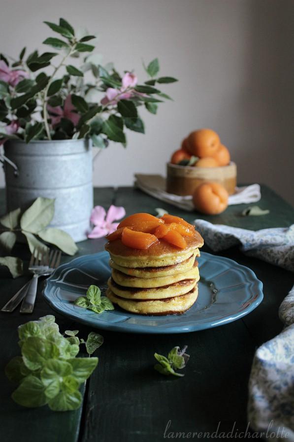 pancakes con albicocche caramellate