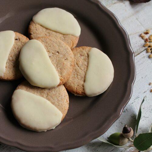 biscotti al farro con nocciole e cioccolato bianco