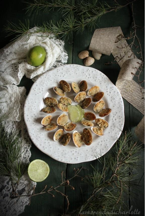 Eccoci qua con una nuova ricetta per le feste, le vongole gratinate al lime.