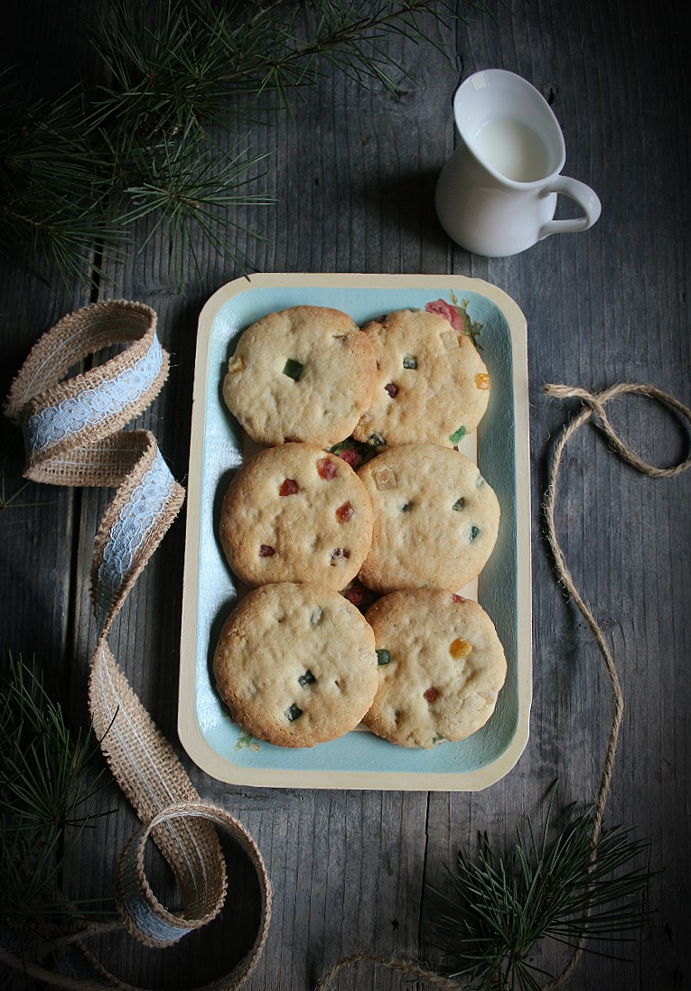 Biscotti con farina di riso, mandorle e canditi